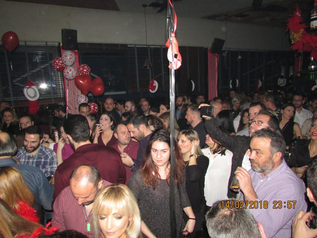 «Στο El Barrio που συναντιόμαστε», στην Κοζάνη, εμφανίστηκε το βράδυ της Τετάρτης 14 Φεβρουαρίου, ο γνωστός τραγουδιστής Βαλάντης