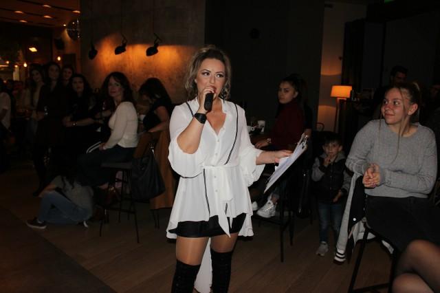 Προτάσεις για μαλλιά, ρούχα, υποδήματα και αξεσουάρ παρουσίαστηκαν στο «Hair fashion show» το απόγευμα της Κυριακής 4/11 στο The Mind bar στην Κοζάνη