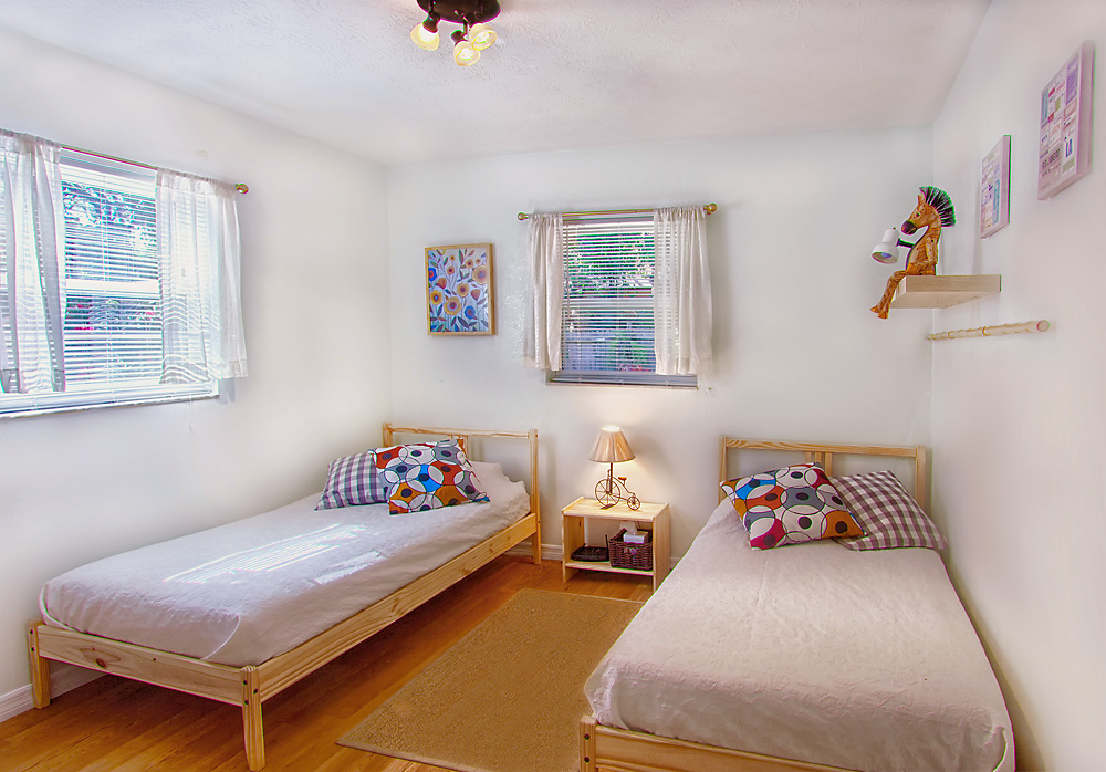 twin beds at Heaven On Eleven