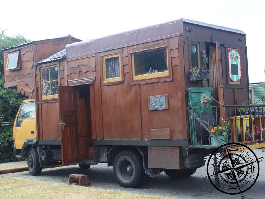 Ein echt einzigartiger Wohnwagen :D