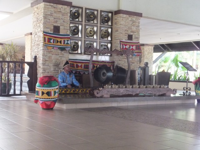The foyer at the Shangri La Rasa Ria.
