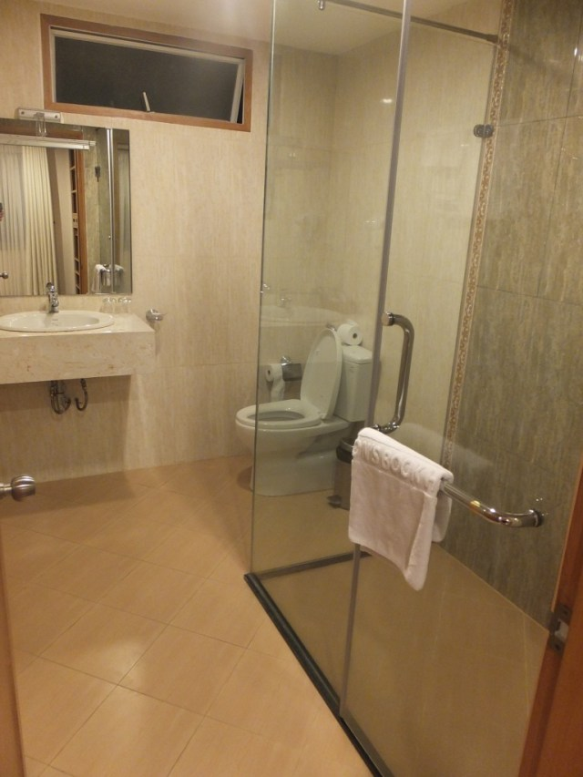 Saigon Book Hotel - bathroom