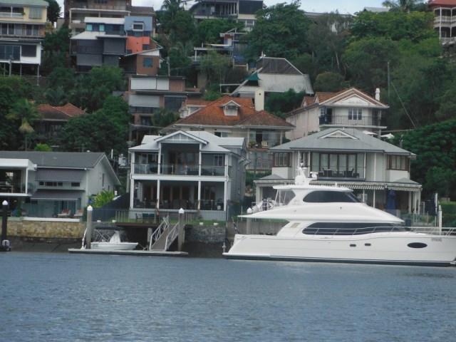 Houses along Brisbane River