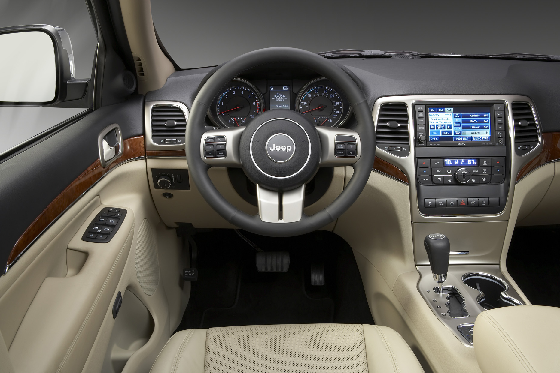test drive 2011 jeep grand cherokee our auto expert. Black Bedroom Furniture Sets. Home Design Ideas