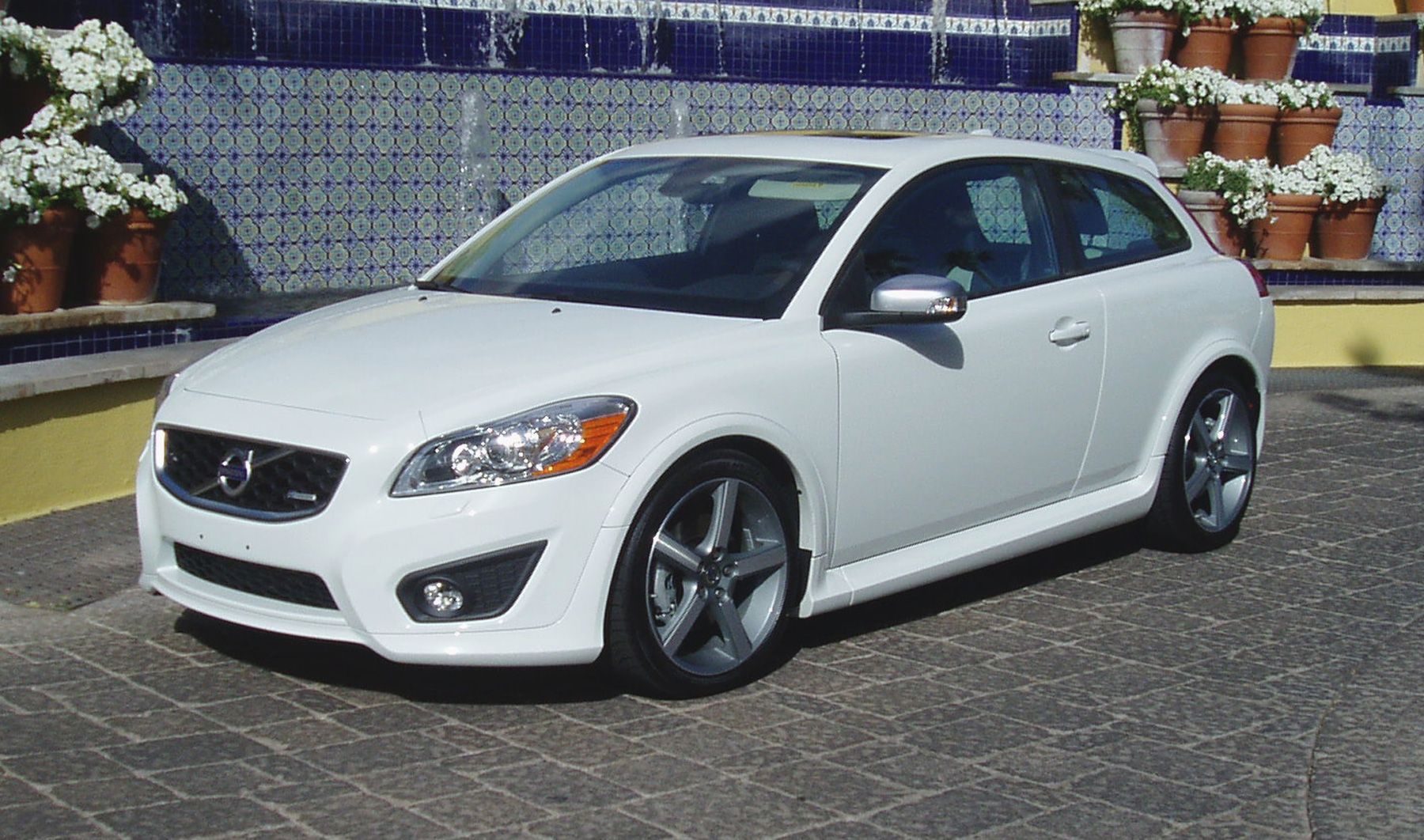 test drive 2012 volvo c30 t5 r design our auto expert. Black Bedroom Furniture Sets. Home Design Ideas
