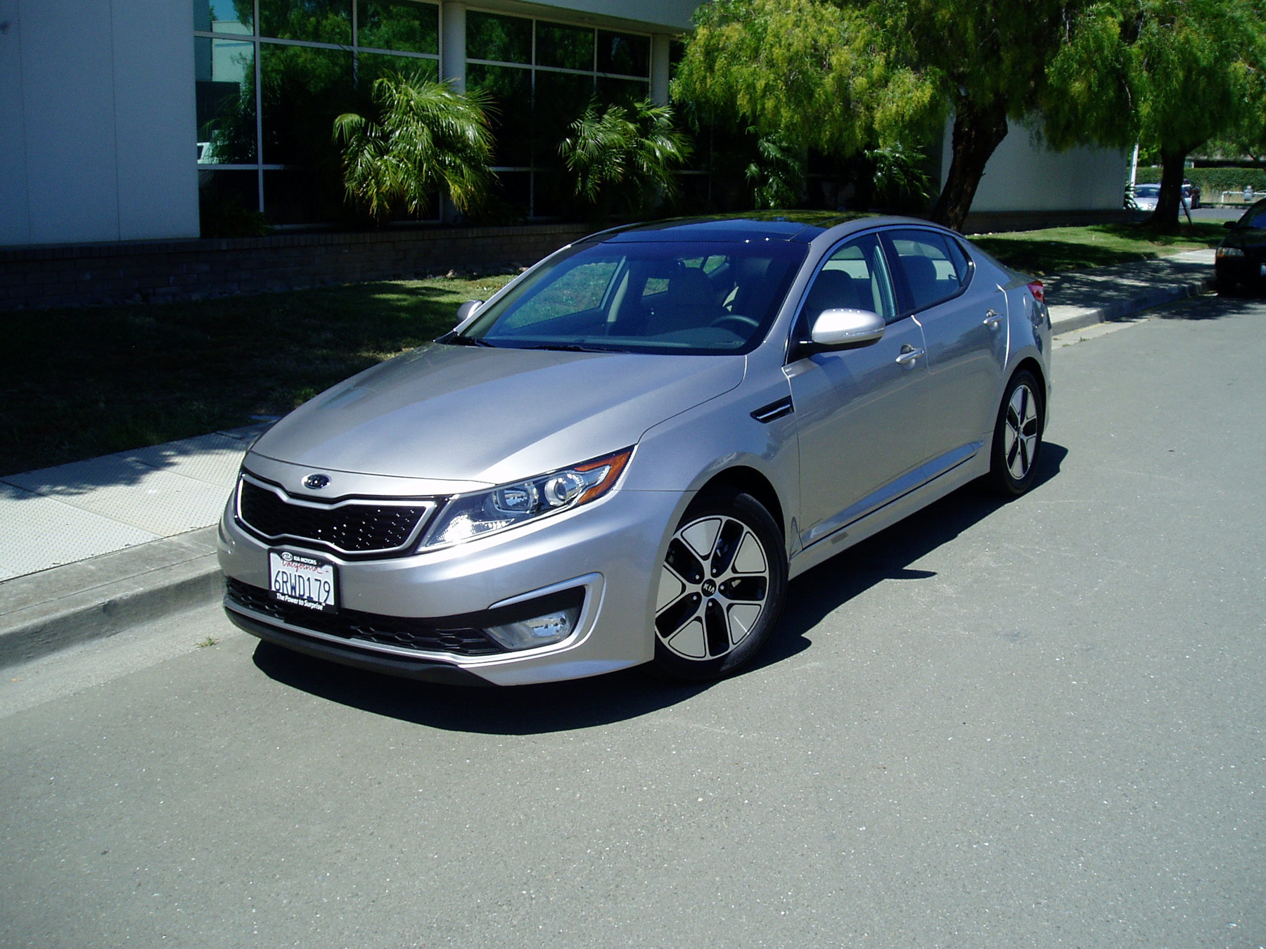 test drive 2012 kia optima premium hybrid our auto expert. Black Bedroom Furniture Sets. Home Design Ideas