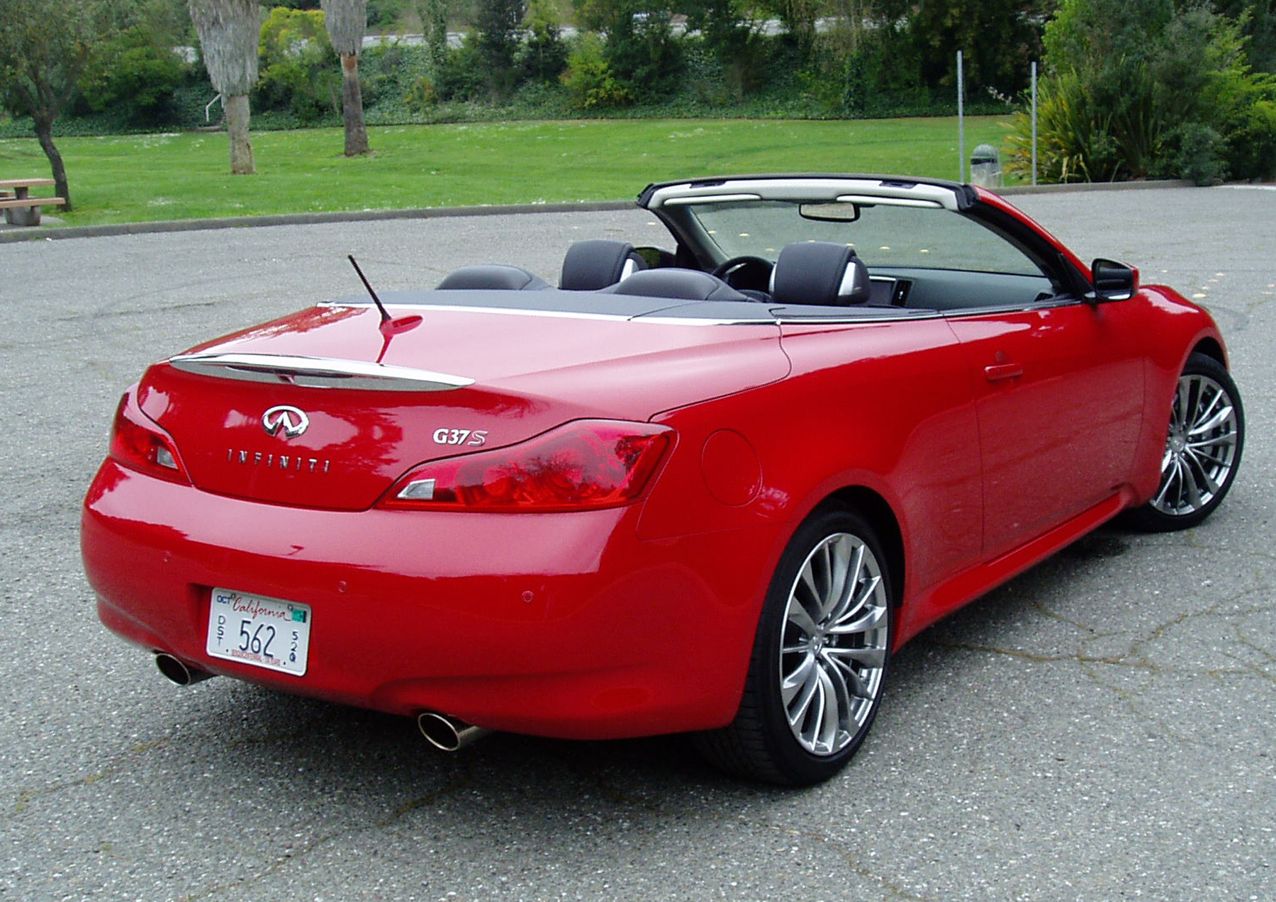 test drive 2012 infiniti g37 convertible our auto expert. Black Bedroom Furniture Sets. Home Design Ideas