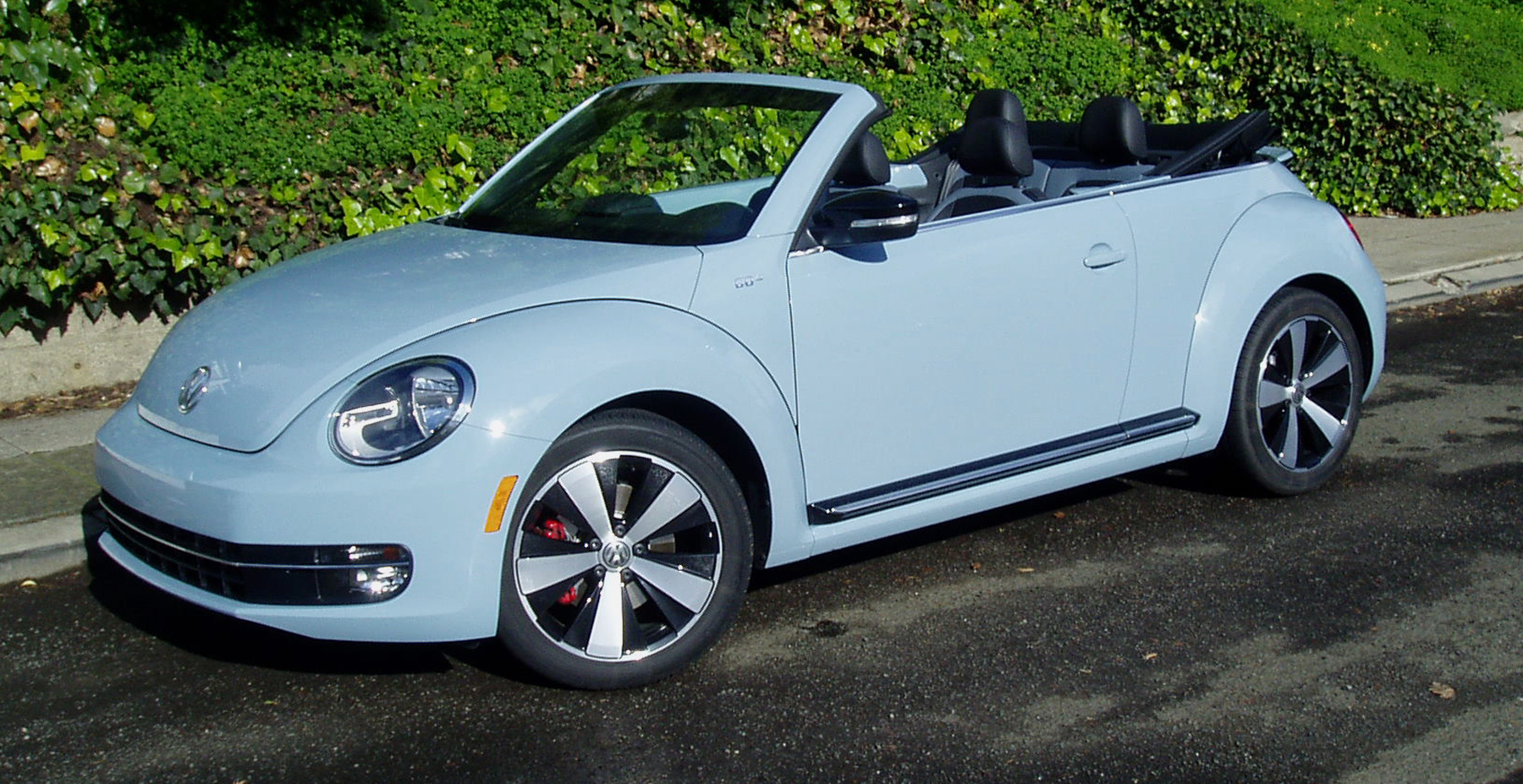 test drive 2013 volkswagen beetle convertible our auto expert. Black Bedroom Furniture Sets. Home Design Ideas