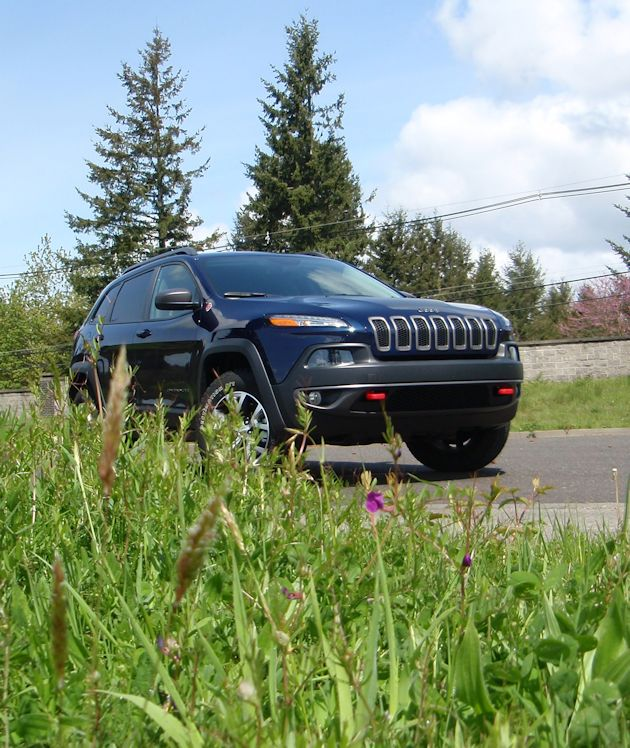 2014 Jeep Cherokee front Q