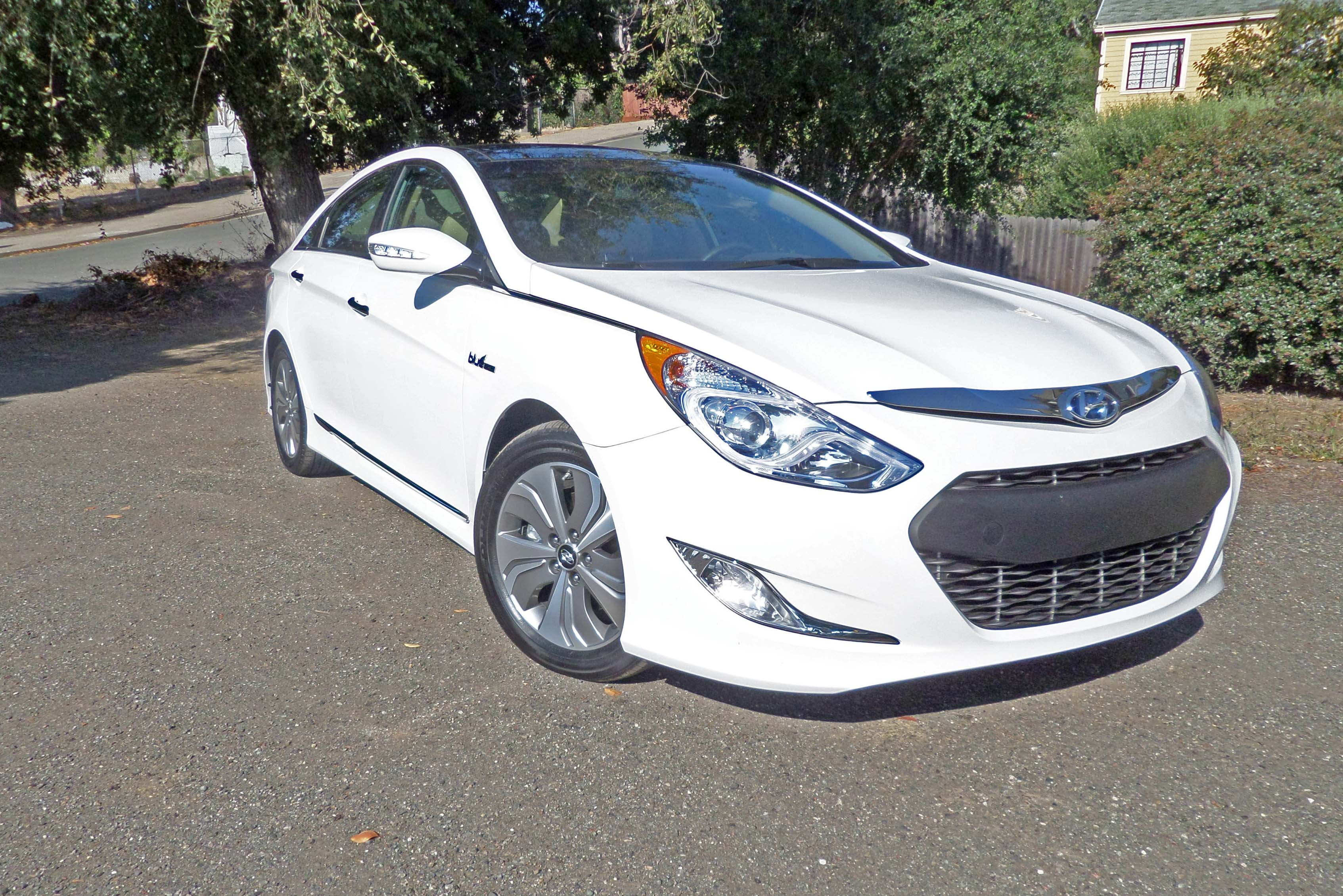 2014 hyundai sonata hybrid limited test drive our auto expert. Black Bedroom Furniture Sets. Home Design Ideas