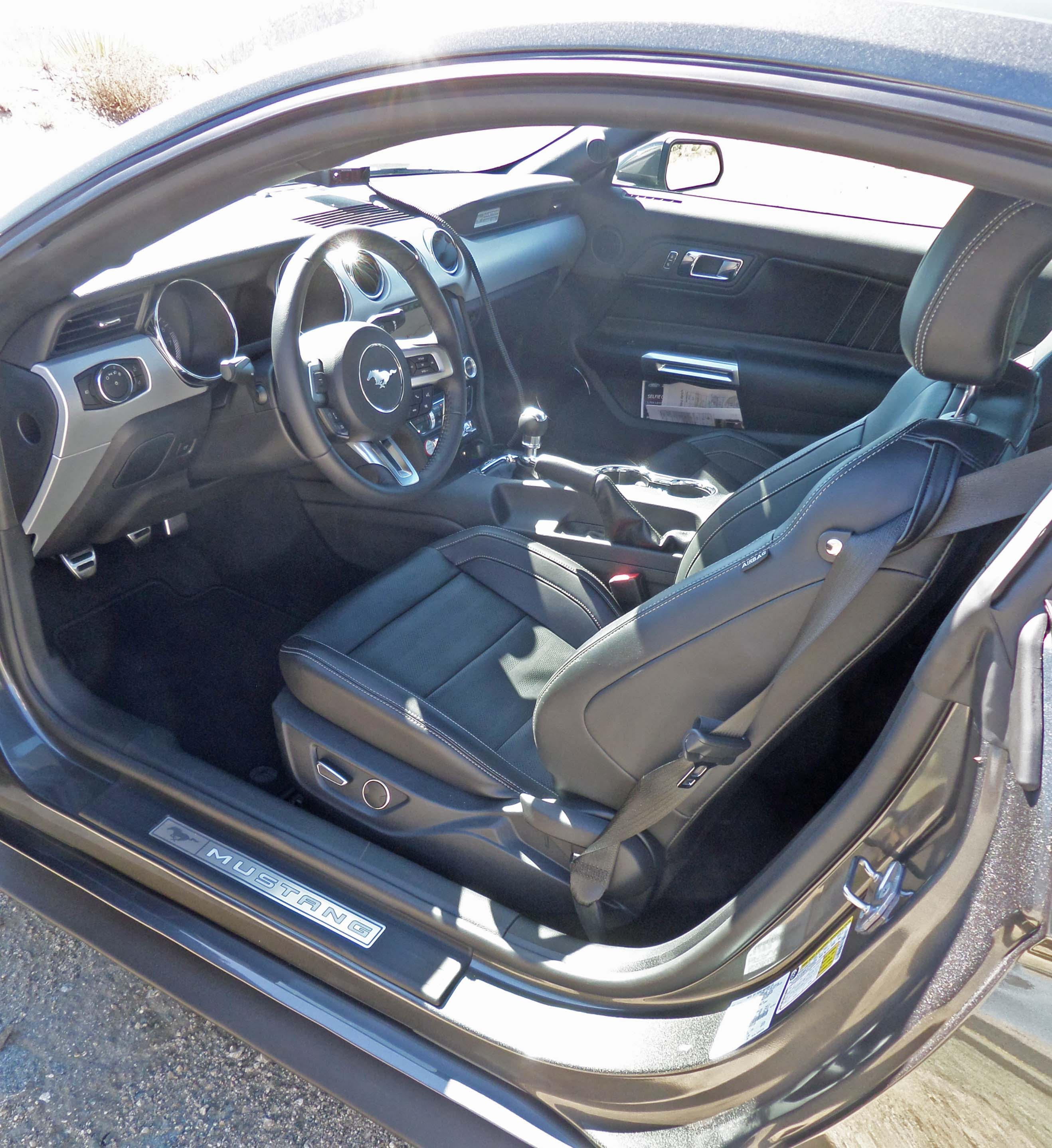 2015 ford mustang coupe test drive our auto expert. Black Bedroom Furniture Sets. Home Design Ideas