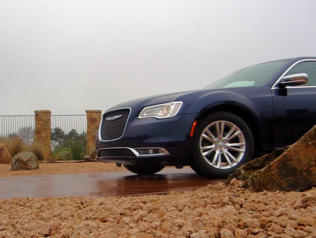 2015 Chrysler 300 front
