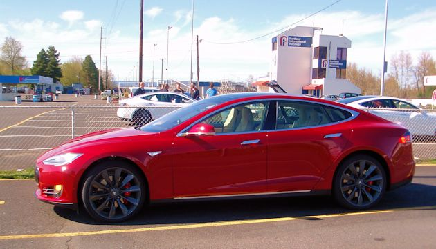 2015 Tesla S P85D side