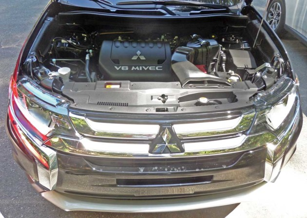 Mitsubishi-Outlander-GT-Eng