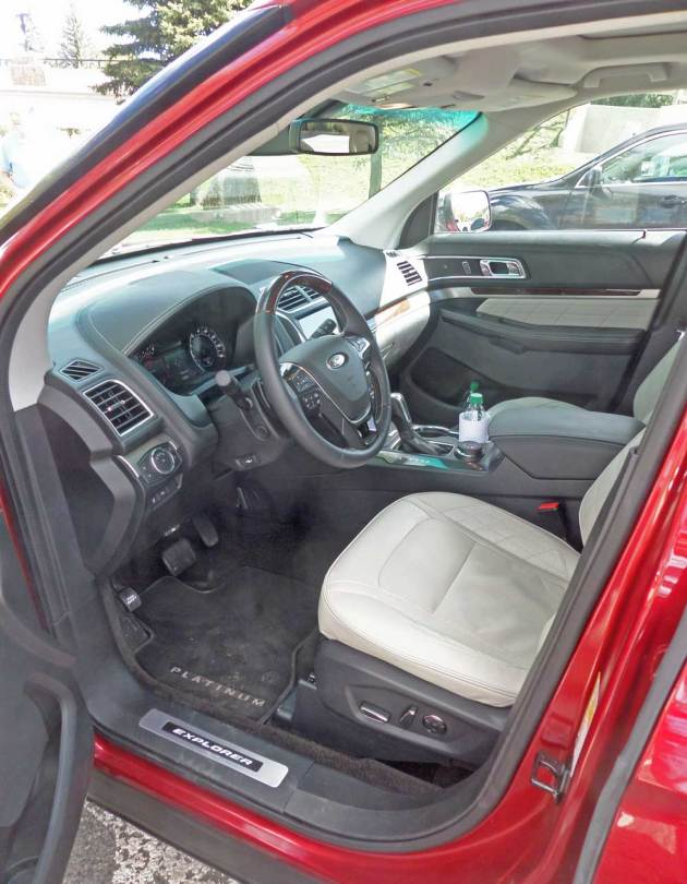 Ford-Explorer-Platinum-Int