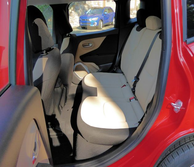 2015 Jeep Renegade rear seat