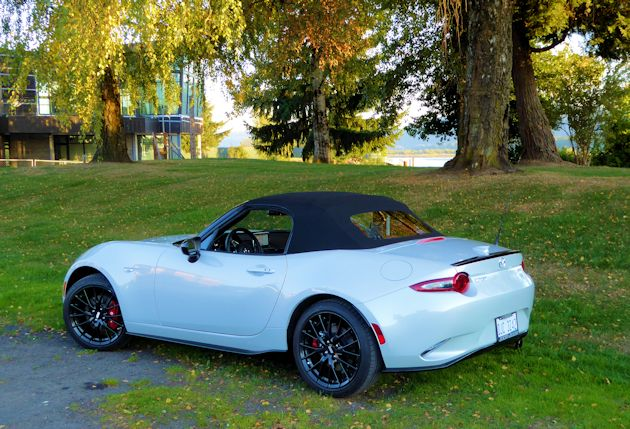 2016 Mazda MX-5 rear q top up