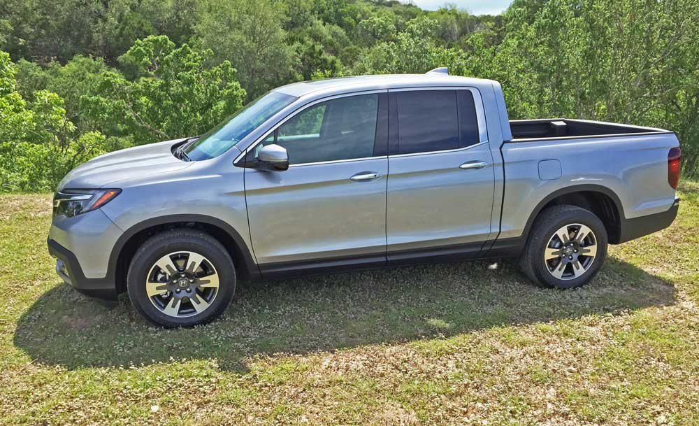 2017 honda ridgeline rtl e awd test drive our auto expert. Black Bedroom Furniture Sets. Home Design Ideas