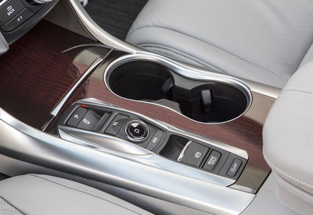 2016 Acura TLX center console