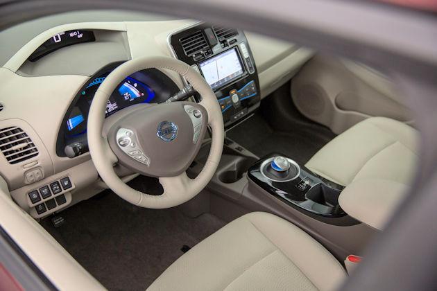 2016 Nissan Leaf interior