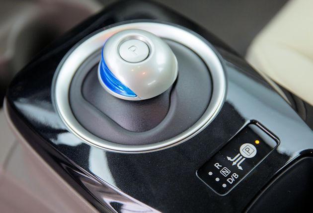2016 Nissan Leaf shifter