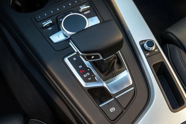 2017 Audi A4 console