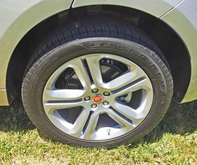Jaguar-F-Pace-Whl