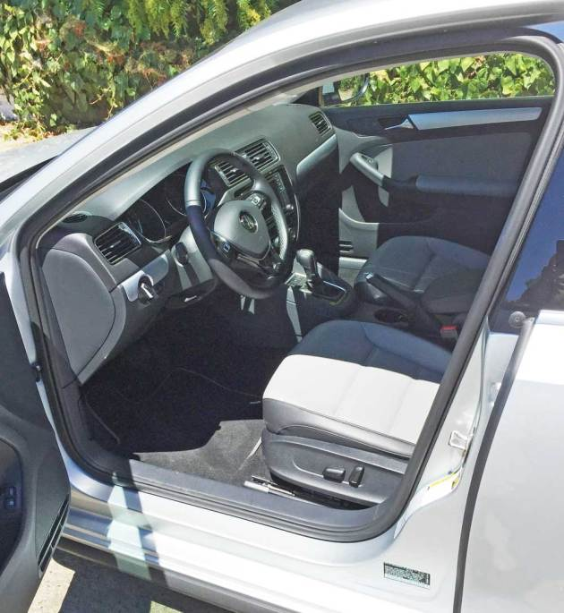 VW-Jetta-Hybrid-Int