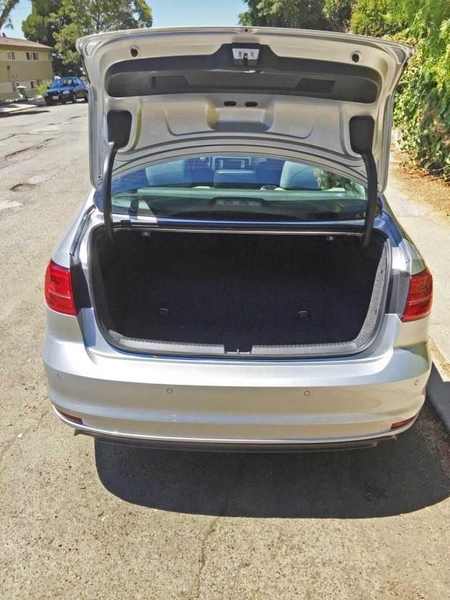 VW-Jetta-Hybrid-Trnk