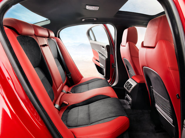 20172884 Jaguar XE rear seat