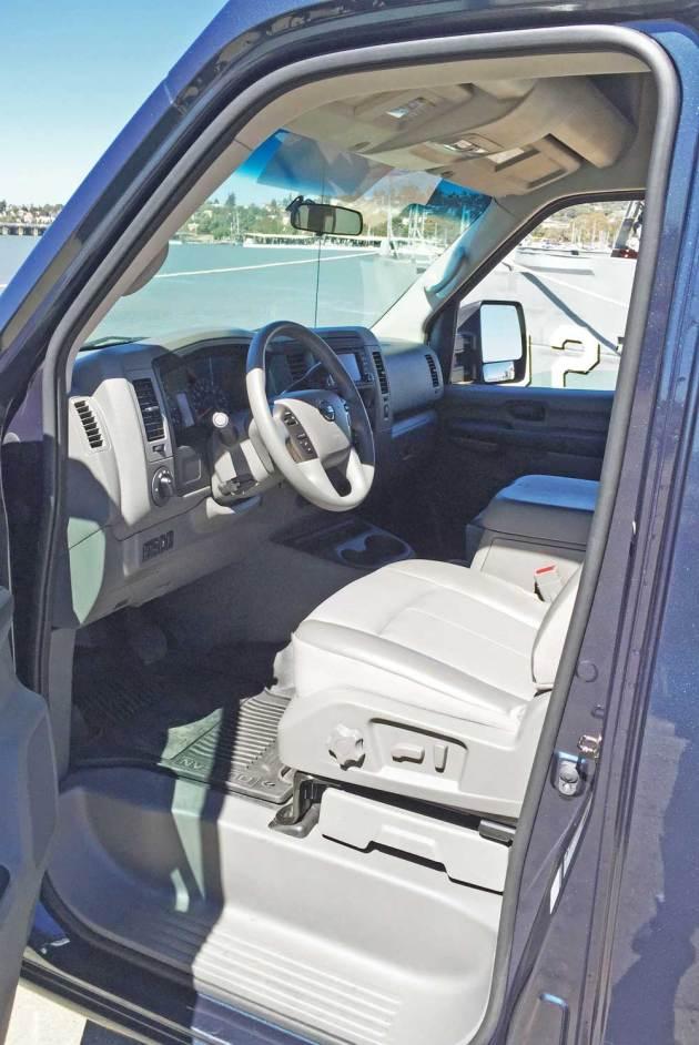 Nissan-NV-3500-SL-V8-Int
