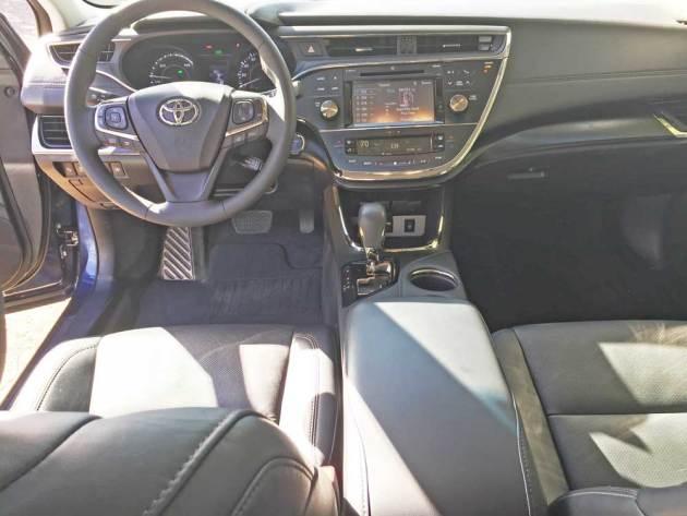 Toyota-Avalon-Hybrid-Dsh