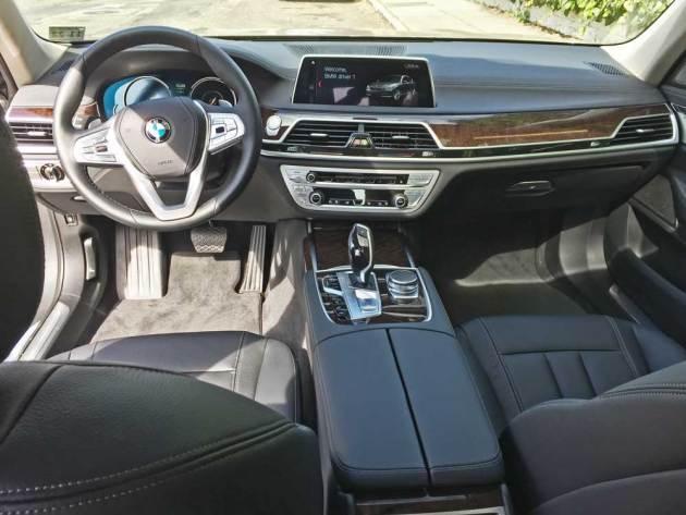 BMW-740e-xDrive-Dsh