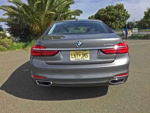BMW-740e-xDrive-Tail