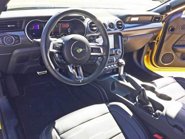 Ford-Mustang-EcoBoost-Cpe-Dsh