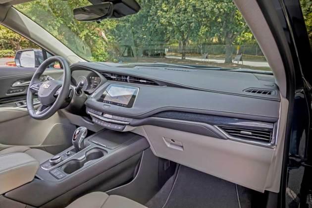 Cadillac-XT4-Int