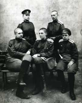1_nu_Maria_Bochkareva_troops_1917_TsGAKFFD
