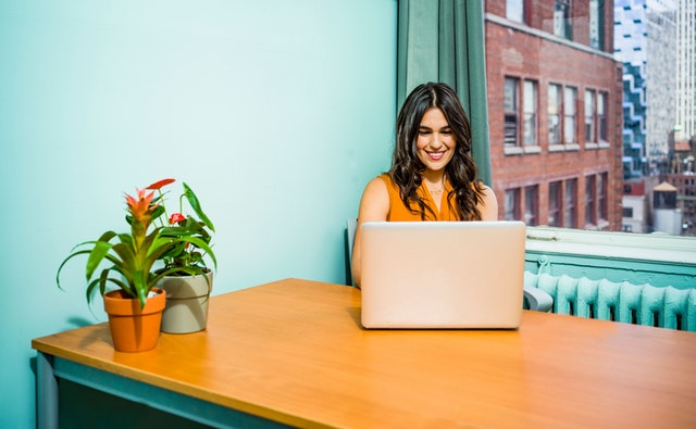 4 WAYS TO JUGGLE THE ON-DEMAND OF PREGNANCY AND YOUR JOB