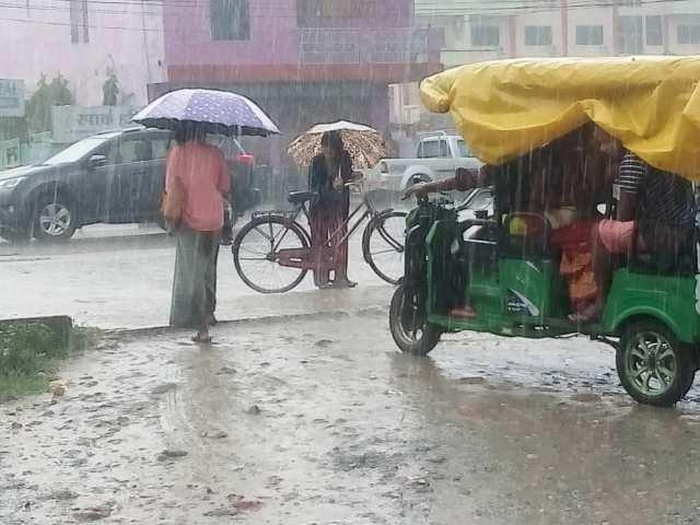 आजको मौसम : देशका केही स्थानमा भारी वर्षा र हावाहुरीको सम्भावना