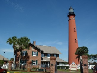 Ponce de Leon Inlet Light and keeper's house