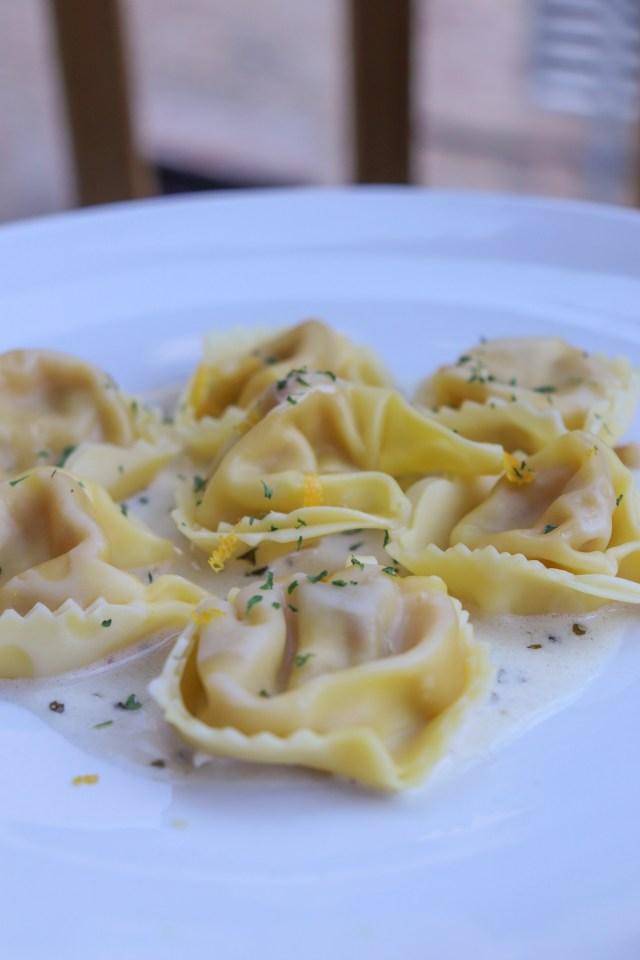 white wine garlic tortellini