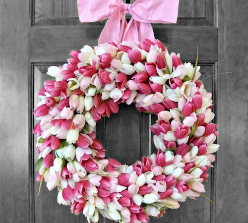 http://howtomakeaburlapwreath.com/make-pretty-tulip-door-wreaths