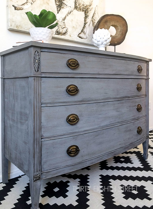 25 Farmhouse Style Gray Painted Furniture Ideas Centsible Chateau #farmhousepaintedfurniture #diy #paintedfurniture