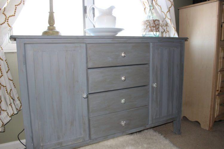 25 Farmhouse Style Gray Painted Furniture Ideas - Centsible Chateau #farmhousestyle #refinishedfurniture #grayfurniture