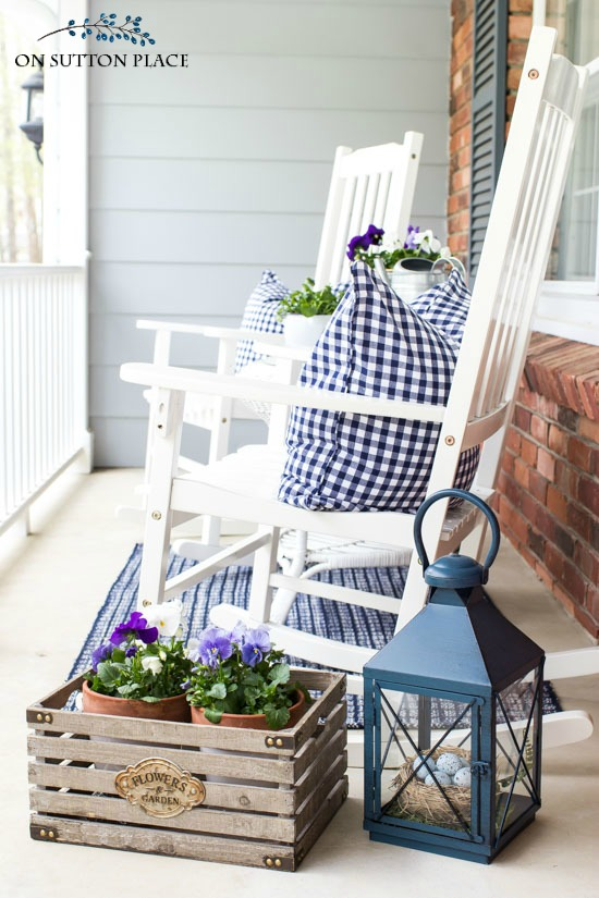 Farmhouse Style Porches - Centsible Chateau #farmhouseporches #farmhousestyle #porches