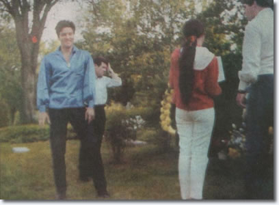 gladys-grave-elvis-1966