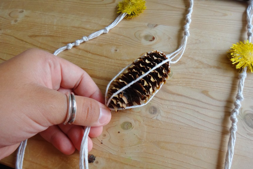 DIY Nature Inspired Dandelion Mobile (8)