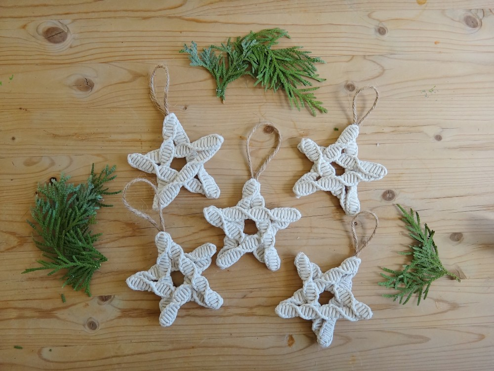 DIY Christmas Ornaments Nature Macrame Inspired (22)
