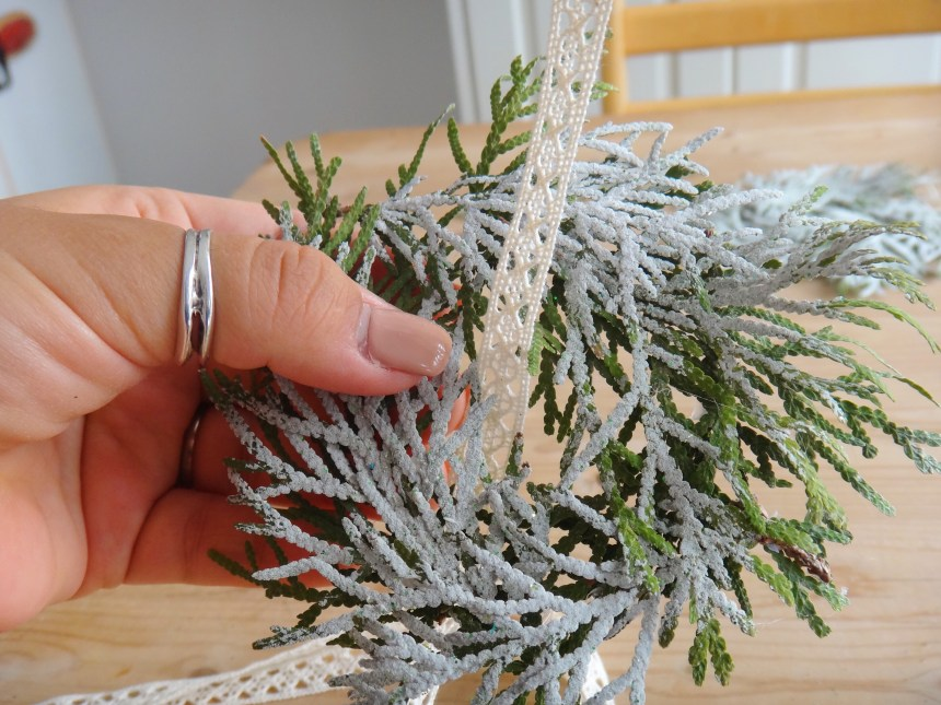 Mini Pine Branch Christmas Wreaths DIY Craft (10)