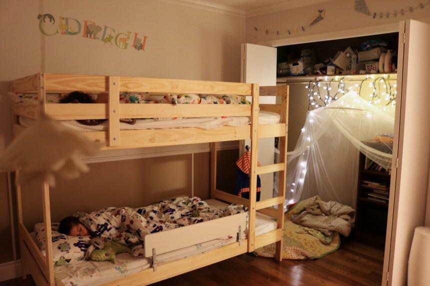 Siblings Room Sharing Reading Closet Mom Blogger Edmonton Mom (2)